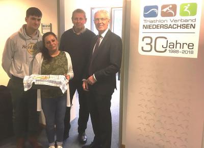 Vorstandsvorsitzender des LSB Reinhard Rawe begrüßt TVN in neuen Räumen